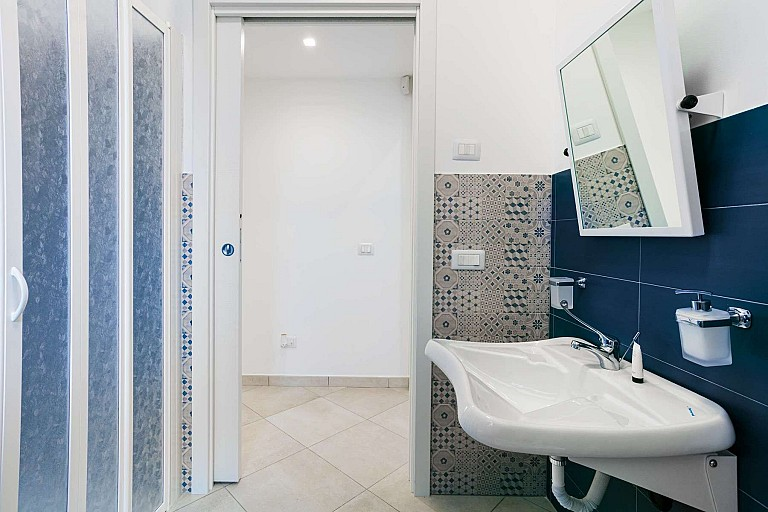 Bathroom with shower - Zagara Apartment