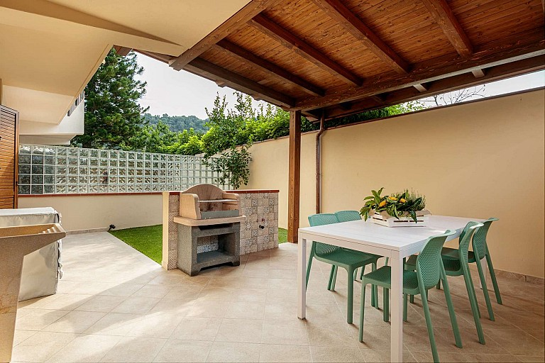 Patio with barbecue - Zagara Apartment