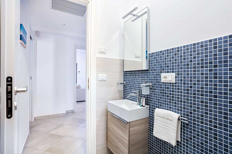 Bathroom with shower - Ficarazzi Apartment