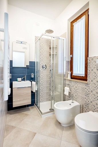 Bathroom with shower - Gessuminu Apartment
