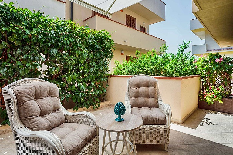 Patio with automated shades - Ficarazzi Apartment